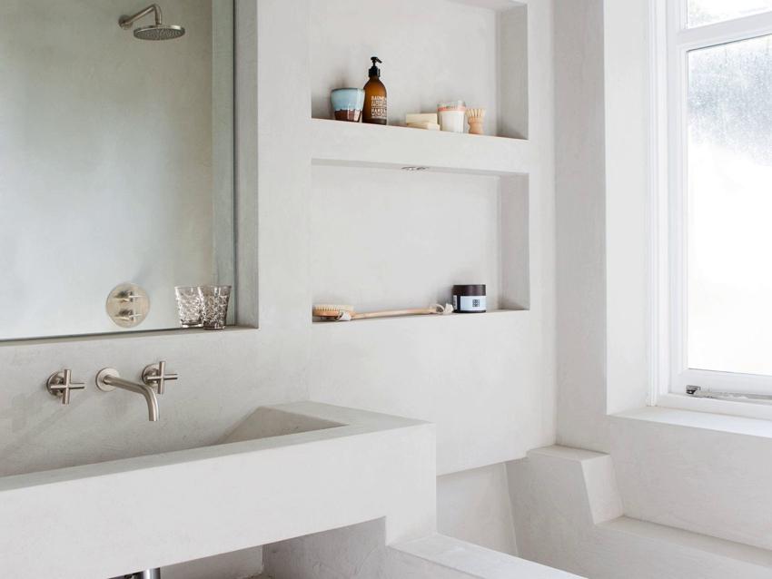 Отделка стен ванной и мебели декоративной штукатуркой