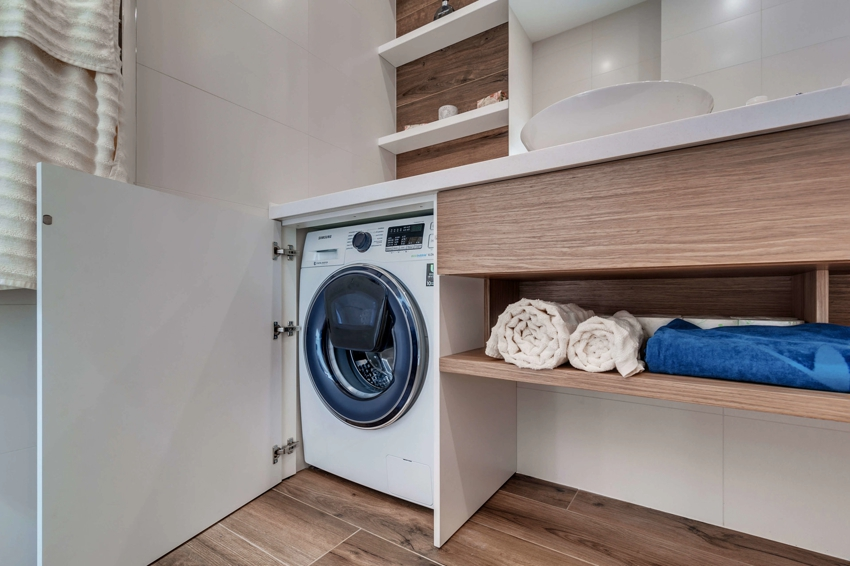 Из ГКЛ можно смонтировать столешницу и полки над стиральной машиной