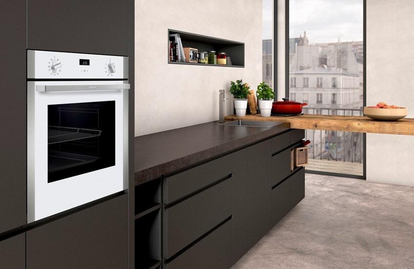 Независимая духовка, установленная отдельно от плиты